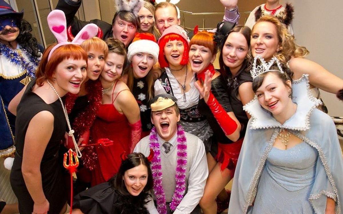 Новогодний сценарий для женского коллектива фото