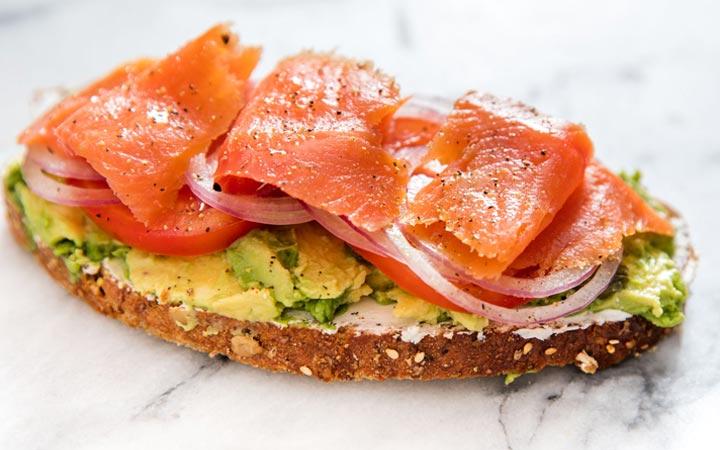 Бутерброд с авокадо и семгой на новый 2020 год