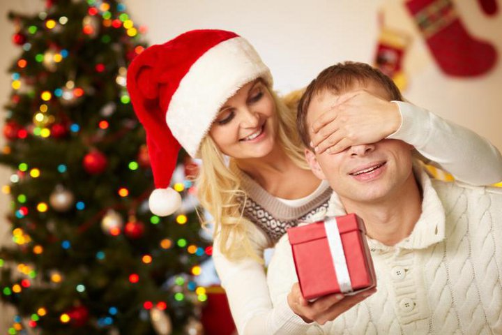 вручение подарка мужу