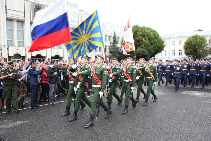 марширование в честь праздника пво
