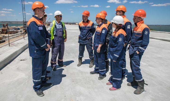 Студенты-строители