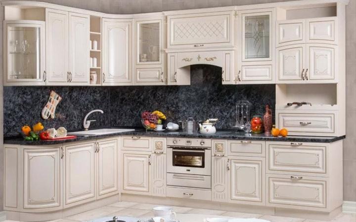 Угловое размещение кухонной мебели идеи дизайна на 2020 год