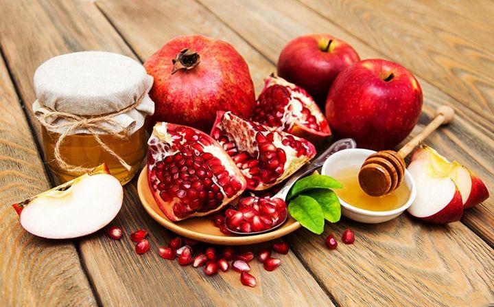 Гранаты, яблоки и мед