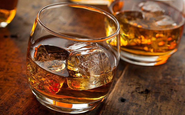 Джин и другие напитки на Новый Год 2020