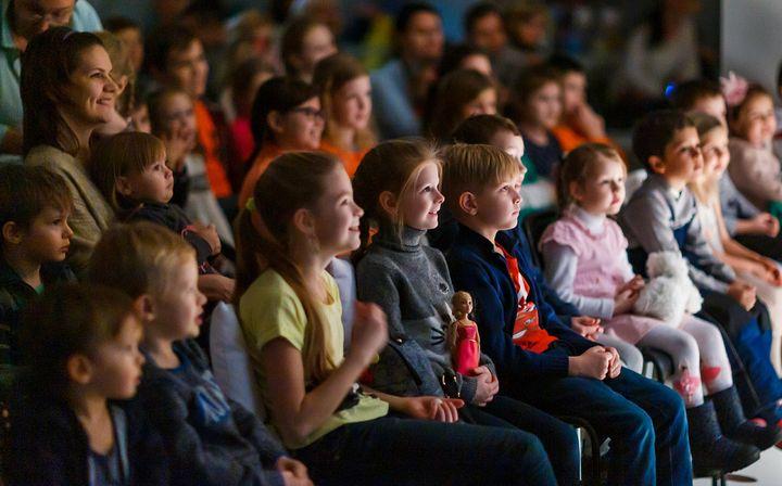 Зрители на Елке в Храме Христа Спасителя