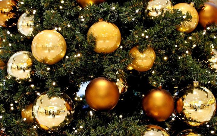 Как украсить елку в золотом стиле на Новый 2021 год