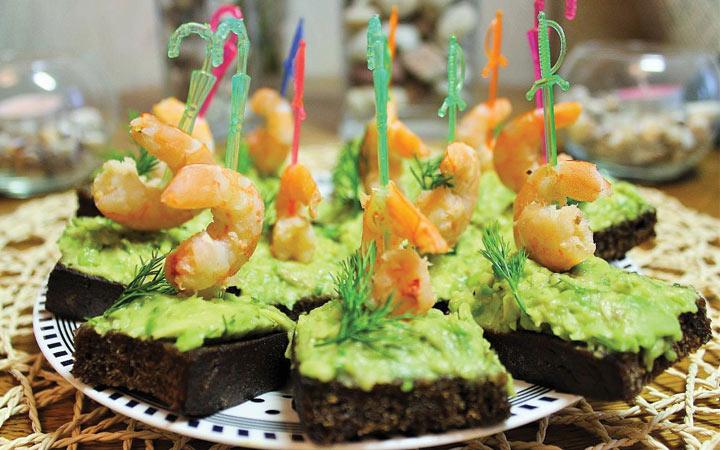 Экзотические канапе с креветками и авокадо на Новый Год 2020