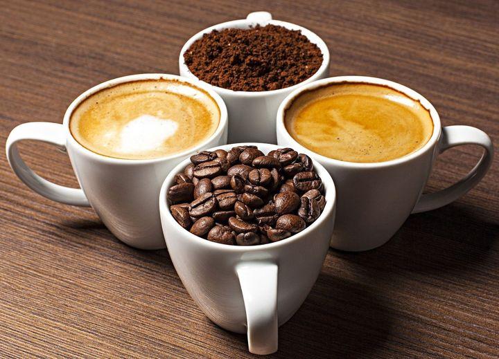 Чашки полные кофе