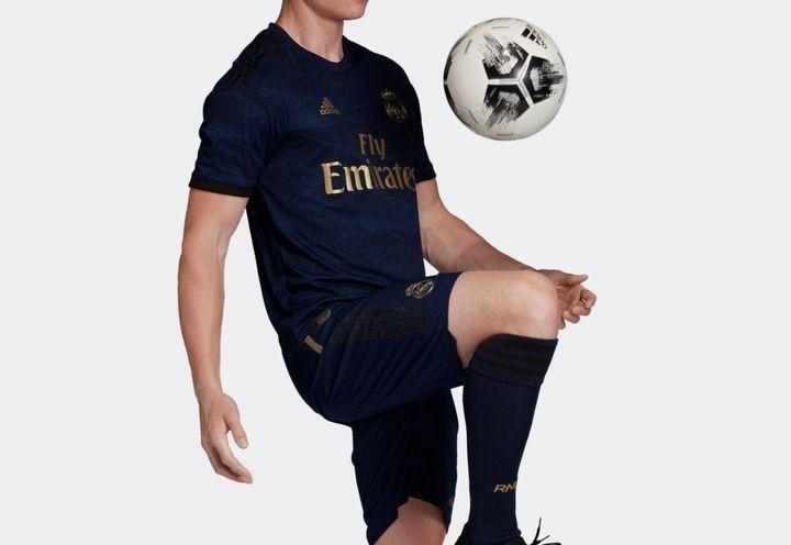 Гостевой комплект новой формы Реал Мадрид 2019-2020 года