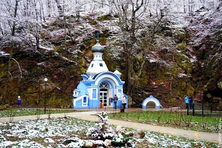целебный парк в горячем ключе зимой