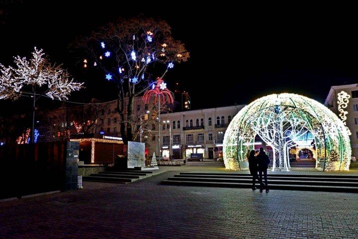 новогодние декорации в Ростове