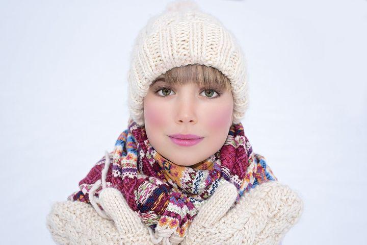 Девушка на зимней прогулке