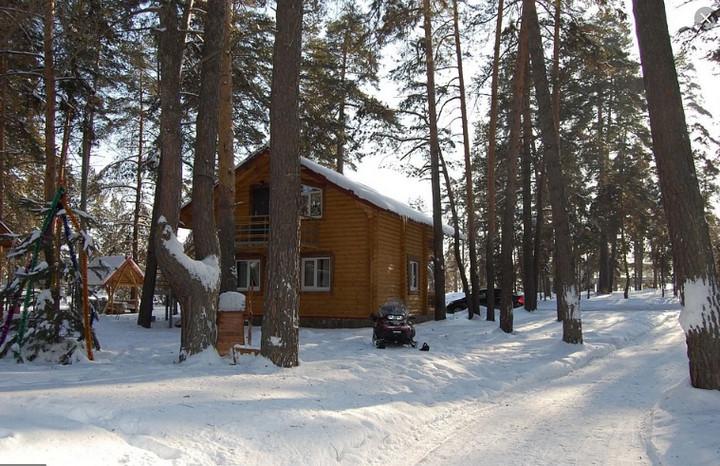 домик за городом зимой