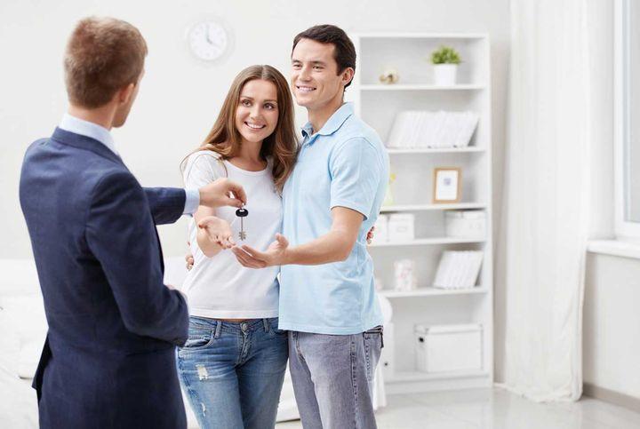 Мужчина и женщина купили квартиру