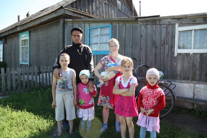 Многодетная семья в частном доме
