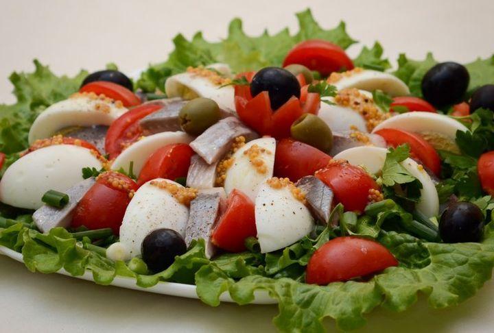 Сельдь с листовым салатом