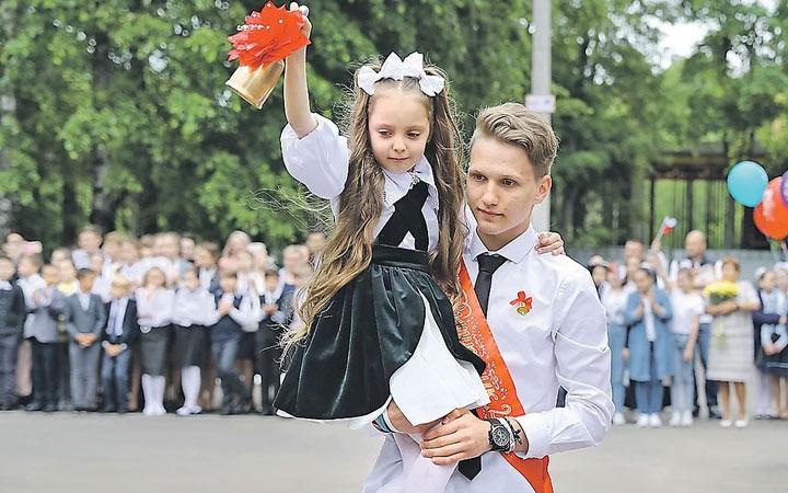 Последний звонок в школах Украины в 2020-2021 учебном году