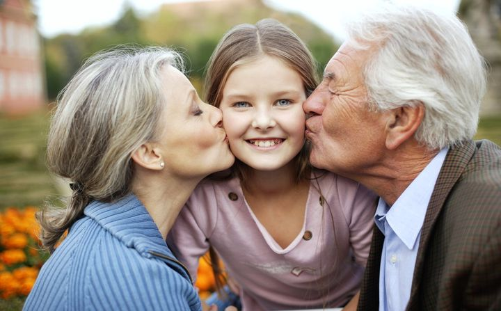 Бабушка и дедушка с внучкой