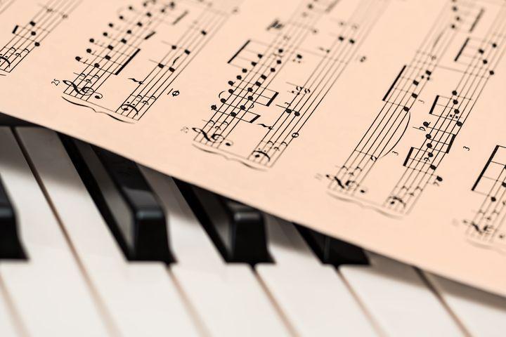 Ноты и рояль
