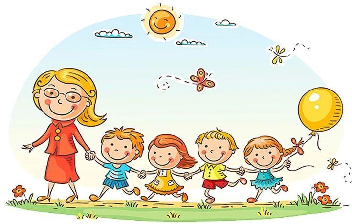 Воспитатель детского сада и дети