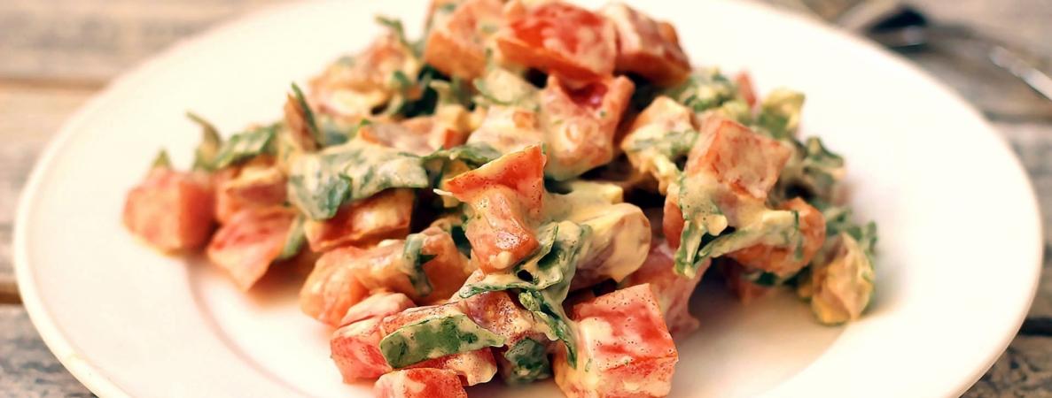 Диетический салат с красной рыбой фото