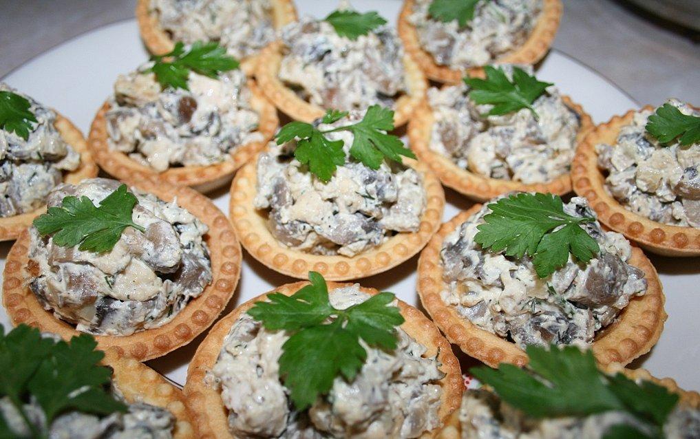 Грибной салат в тарталетках фото