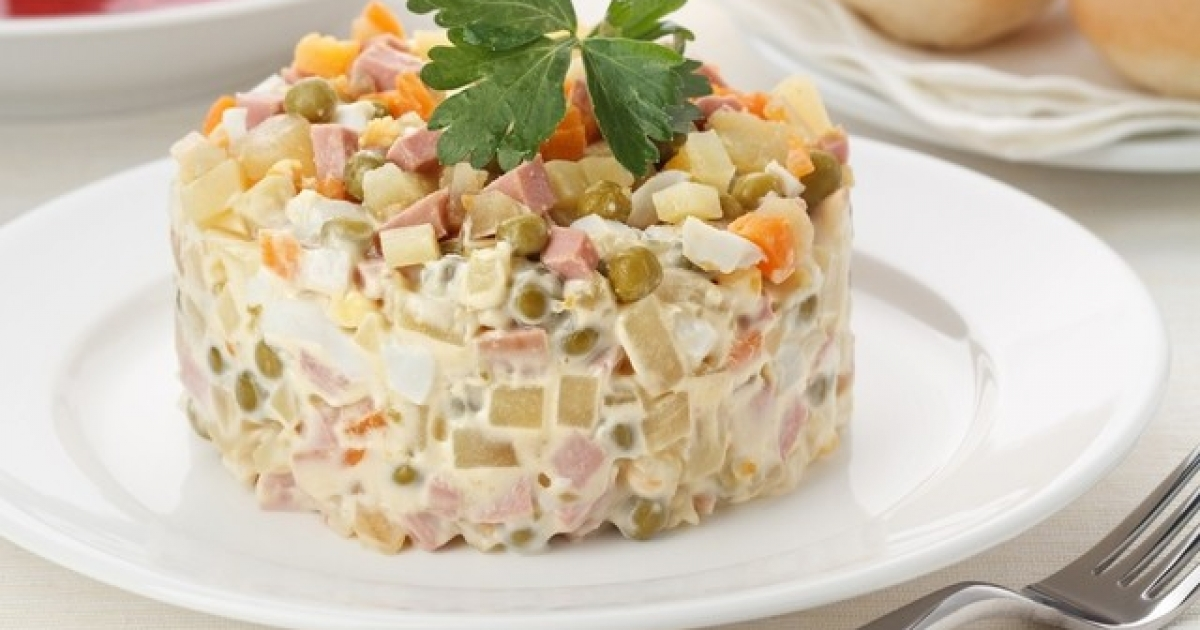 Классический новогодний салат «Оливье» фото