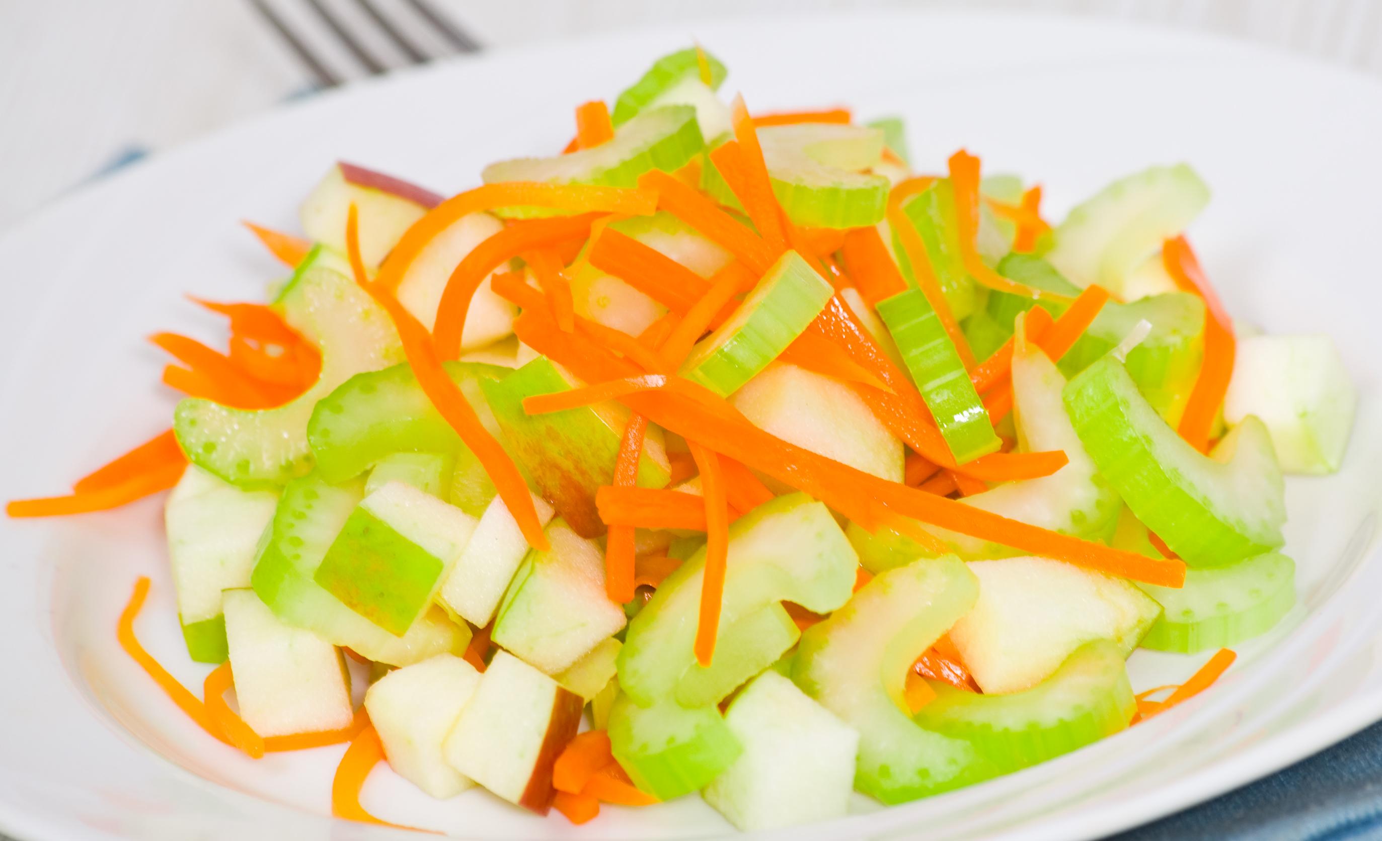Легкий рецепт фруктово-овощного салата «Забияка» на Новый 2020 год фото