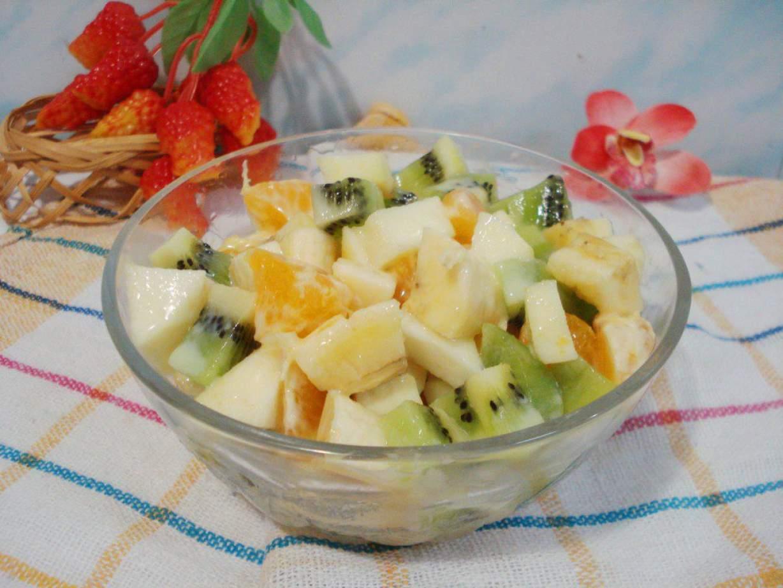 Несложный рецепт фруктового салата «Зимняя фантазия» фото
