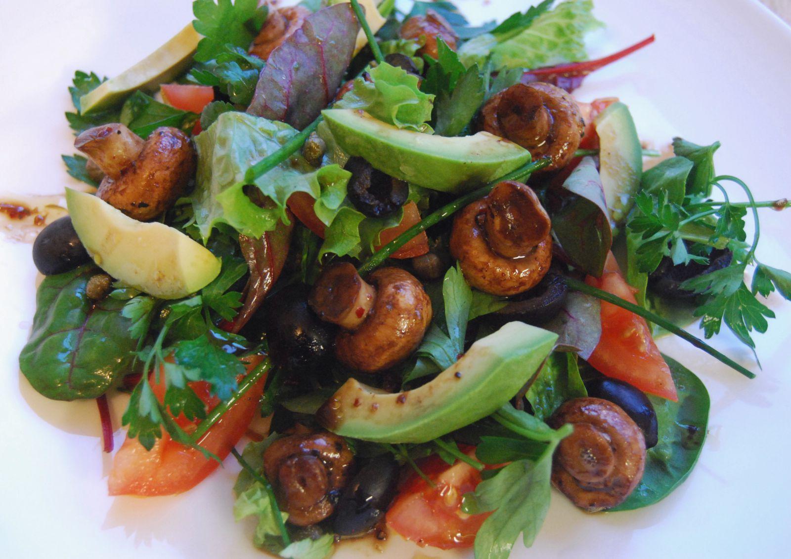 Особенности грибных салатов фото