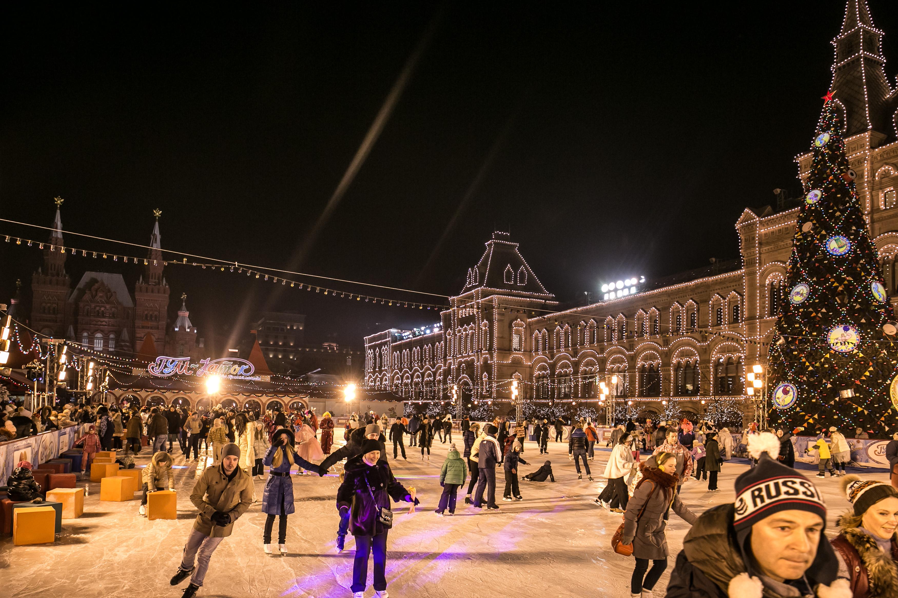 Особенности зимних развлечений на главной площади страны фото