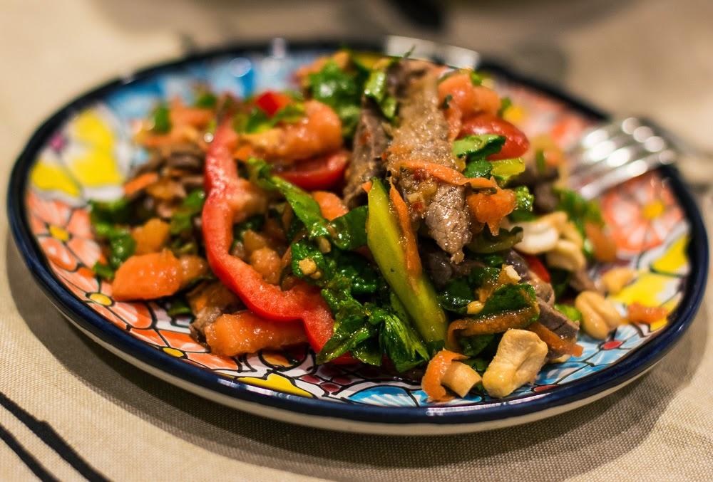 Рецепт горяченького салатика с мясом и овощами фото
