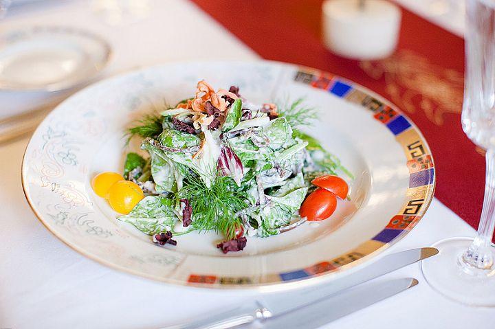 Салат с бастурмой и сливочным соусом фото