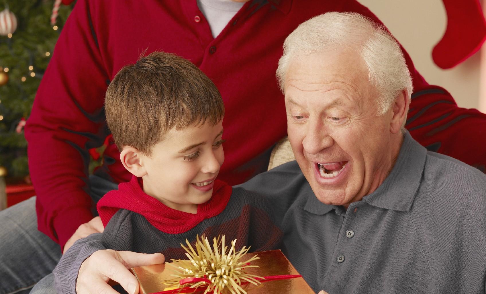 Что подарить дедушке на Новый 2019 год фото