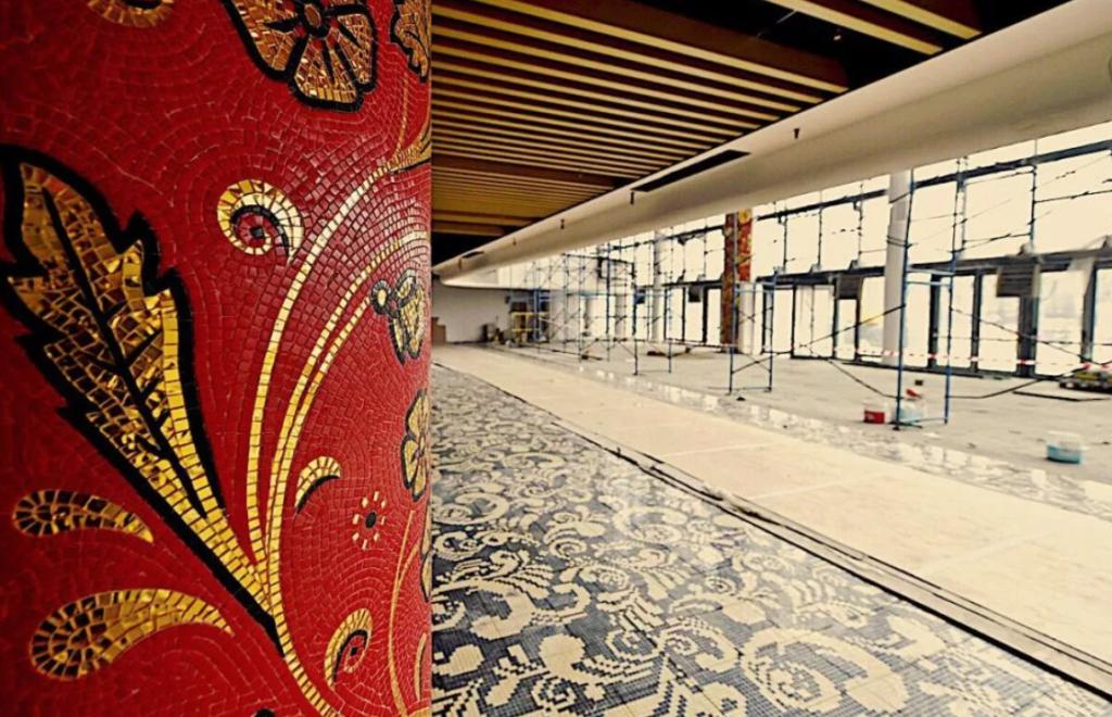 Фойе Центра художественной гимнастики теперь украшает мозаика в русском стиле